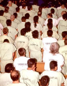 <!--:es-->LATINOS CONTRA AFROAMERICANOS.- El problema actual en la cárceles de Los Angeles<!--:-->