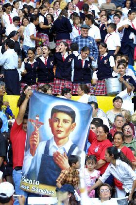 <!--:es-->EL ESTADIO JALISCO DE GUADALAJARA SE LLENA PARA CELEBRAR A TRECE NUEVOS BEATOS MEXICANOS<!--:-->