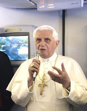<!--:es-->BENEDICTO XVI: «QUIEN ES CULPABLE DE PEDOFILIA NO PUEDE SER SACERDOTE»<!--:-->