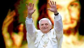 <!--:es-->EL PAPA SALUDA A LOS JOVENES EN CRACOVIA, POLONIA.-<!--:-->