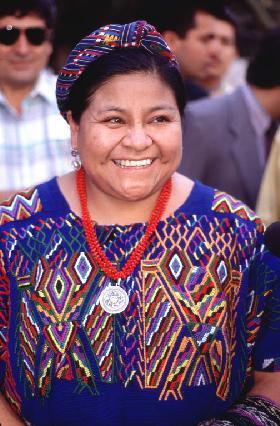 """<!--:es-->DESENTERRANDO RECUERDOS.- Rigoberta Menchu demanda investigacion de un """"segundo genocidio"""" perpetrado en Guatemala.-<!--:-->"""