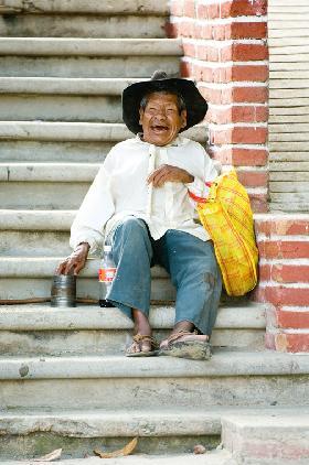"""<!--:es-->""""El que ríe por cualquier cosa es tan necio como el que llora por todo"""".-Baltasar GRACIAN Y MORALES<!--:-->"""