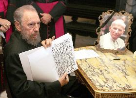 <!--:es-->FIDEL CASTRO DEJA EL PODER POR OPERACIÓN INTESTINAL<!--:-->