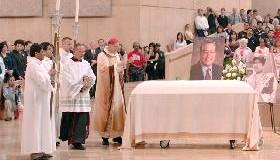<!--:es-->&#8220;NUESTRO MEJOR TRIBUTO A MIGUEL CONTRERAS PODRÍA SER ACEPTAR SU VISIÓN DE UNA SOCIEDAD MÁS EQUITATIVA Y JUSTA&#8221;.-Palabras del Cardenal Rogelio Mahony sobre la muerte de Miguel Contreras<!--:-->