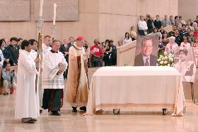 """<!--:es-->""""NUESTRO MEJOR TRIBUTO A MIGUEL CONTRERAS PODRÍA SER ACEPTAR SU VISIÓN DE UNA SOCIEDAD MÁS EQUITATIVA Y JUSTA"""".-Palabras del Cardenal Rogelio Mahony sobre la muerte de Miguel Contreras<!--:-->"""