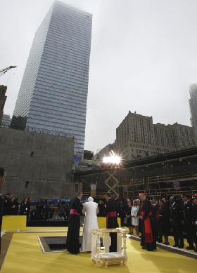 <!--:es-->BENEDICTO XVI REZA EN LA ZONA CERO POR LA PAZ EN UN MUNDO VIOLENTO<!--:-->