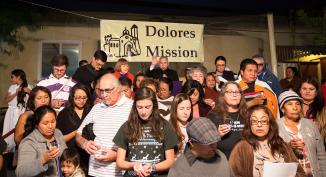 <!--:es-->EL ARZOBISPO GOMEZ BENDICE A MÁS DE 200 FELIGRESES AYUNANDO EN APOYO DE UNA REFORMA MIGRATORIA EN LA POSADA ANUAL DE LA PARROQUIA MISSION DOLORES<!--:-->