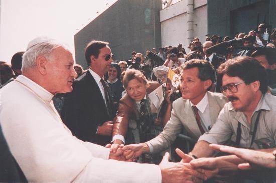 <!--:es-->PERIODISTAS DE VIDA NUEVA Y THE TIDINGS  EVOCAN SUS ENCUENTROS CON SAN JUAN PABLO II<!--:-->