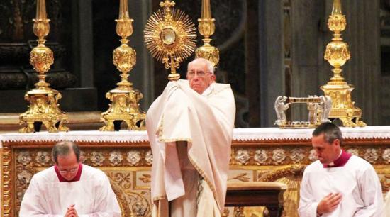 <!--:es-->CORPUS CHRISTI NOS INVITA A CONVERSIÓN, SERVICIO Y AMOR AL PRÓJIMO, DICE EL PAPA FRANCISCO<!--:-->