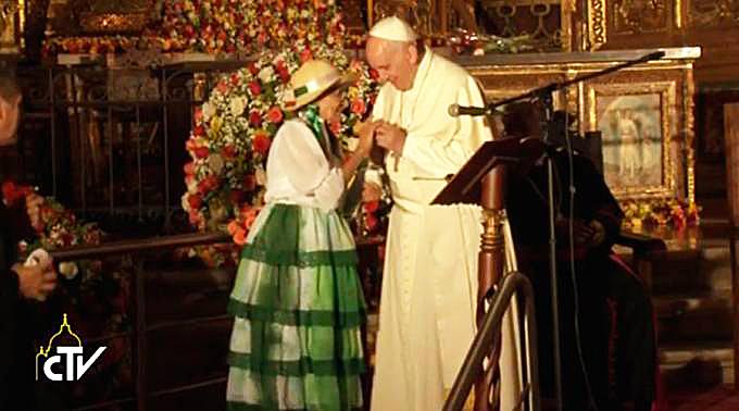 <!--:es-->PAPA FRANCISCO: LA SOCIEDAD PUEDE SER COMO UNA FAMILIA DONDE NADIE DEBE QUEDAR EXCLUIDO<!--:-->