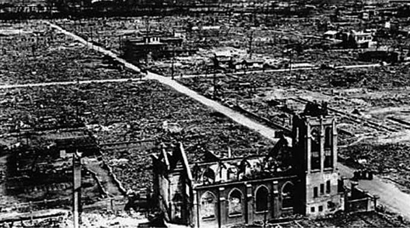 <!--:es-->EL MILAGRO DE HIROSHIMA: JESUITAS SOBREVIVIERON A LA BOMBA ATÓMICA GRACIAS AL ROSARIO<!--:-->