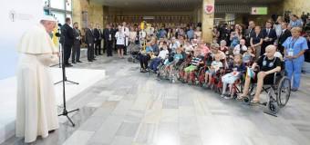 PAPA FRANCISCO EN HOSPITAL DE NIÑOS: QUIEN HACE OBRAS DE MISERICORDIA NO TEME A LA MUERTE