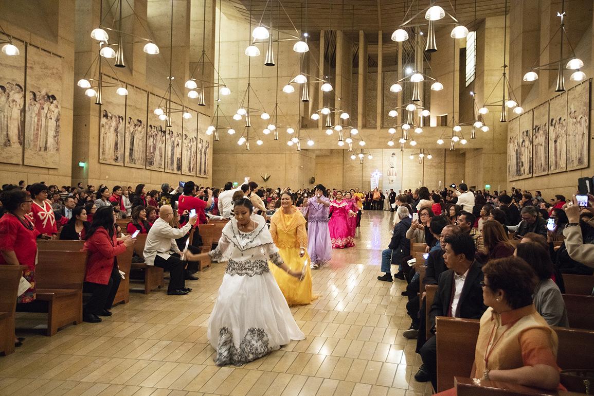MÁS DE 100 IGLESIAS DE LA ARQUIDIÓCESIS DE L.A. CELEBRARON LOS 500 AÑOS DE LA TRADICIÓN FILIPINA 'SIMBANG GABI'