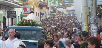 MULTITUD EN NICARAGUA INICIA 2017 CON PROCESIÓN EUCARÍSTICA