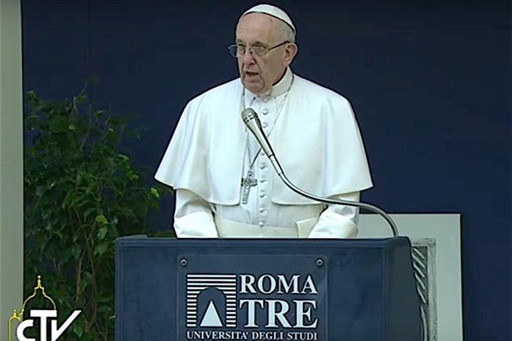 """EL PAPA EN 'ROMA TRE': """"LAS MIGRACIONES NO SON UN PELIGRO SINO UN DESAFÍO PARA CRECER"""""""