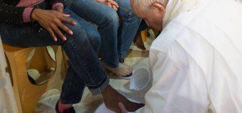 JUEVES SANTO: EL PAPA LAVA LOS PIES DE 12 RECLUSOS E INVITA A PENSAR EN EL AMOR DE DIOS