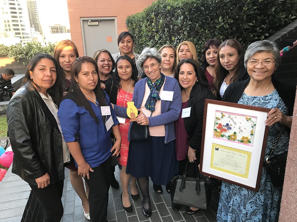 RECONOCIMIENTO A LA CARRERA DE SERVICIO SOCIAL DE LA 'SISTER YOLLY'