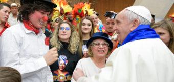 CIRCO DE CUBA: MÚSICOS Y ARTISTAS FELICITAN AL PAPA EN SU 81º CUMPLEAÑOS