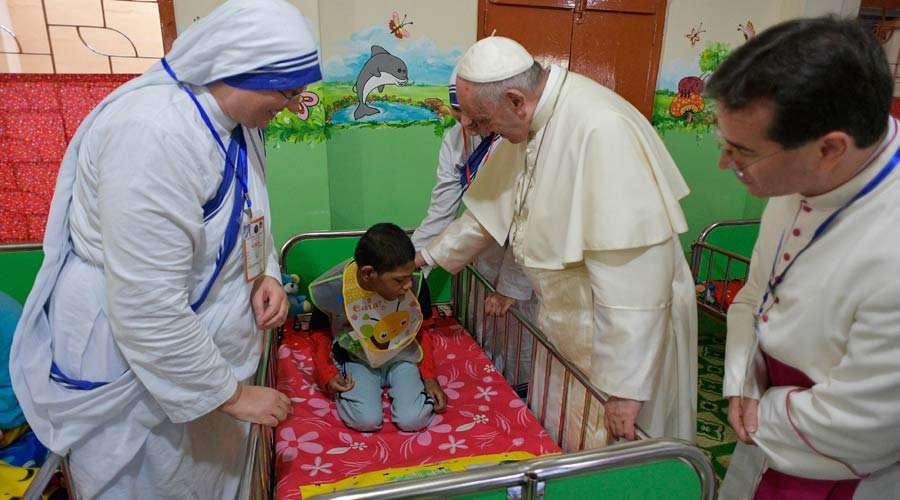 EL PAPA ADVIERTE A LOS HOSPITALES CATÓLICOS DEL PELIGRO DE CONVERTIRSE EN MEROS NEGOCIOS
