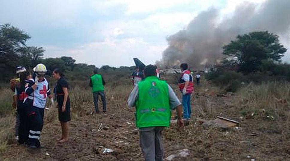 AVIÓN DE PASAJEROS SE ESTRELLA EN MÉXICO, ARQUIDIÓCESIS PIDE ORACIONES