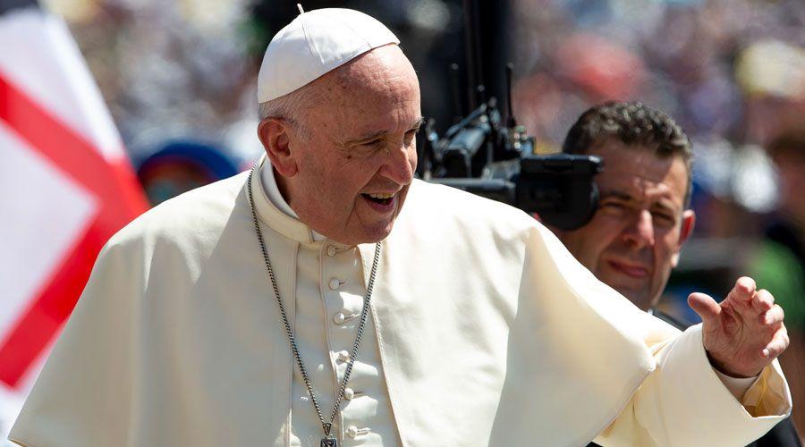 EL PAPA LLAMA A LOS CRISTIANOS A BUSCAR LA PAZ Y ABOLIR TODA FORMA DE ESCLAVITUD
