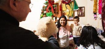 'ADOPT-A-FAMILY' LLEVÓ LA NAVIDAD A FAMILIAS NECESITADAS