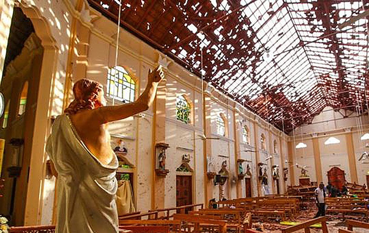 ATACAN DOS IGLESIAS CATÓLICAS EN DOMINGO DE PASCUA, HAY MÁS DE 200 MUERTOS