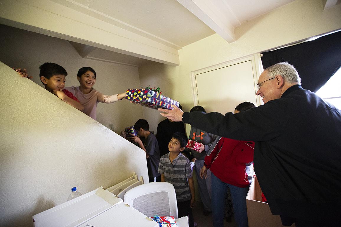 'ADOPT-A-FAMILY' LLEVÓ ALEGRÍA A FAMILIAS DE BAJOS RECURSOS