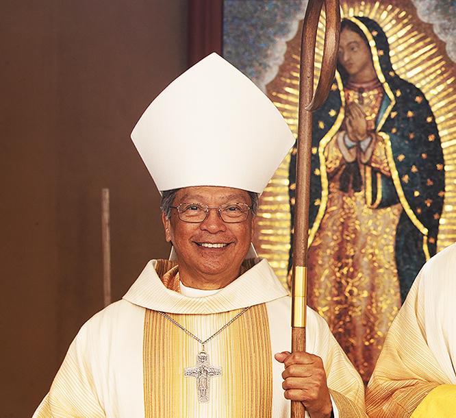 """EN LA CRUZ, JESÚS ESTABA SOLO   Por Monseñor Alejandro D. """"Alex"""" Aclan"""