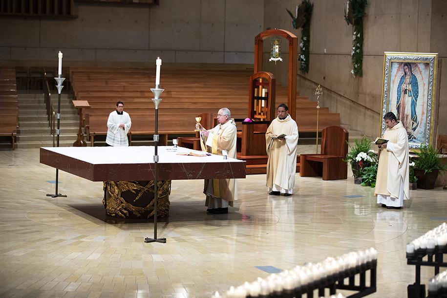 PASCUA EN UNA EPIDEMIA    Por Monseñor JOSÉ H. GOMEZ