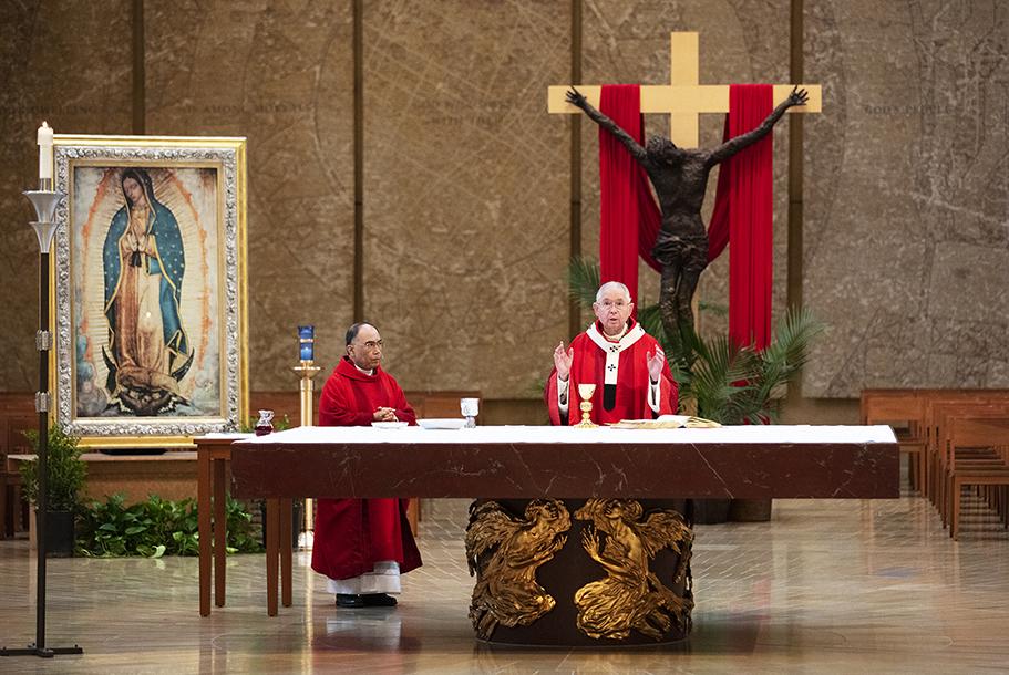 NUESTRAS IGLESIAS PUEDEN ESTAR CERRADAS, PERO CRISTO NO ESTÁ EN CUARENTENA'  Por Monseñor JOSÉ H. GOMEZ