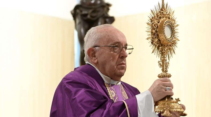 CORPUS CHRISTI: PAPA FRANCISCO VUELVAN AL SEÑOR EN LA ADORACIÓN Y EN LA MISA