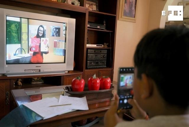 MILES DE ESTUDIANTES LATINOS NO ATENDIERON A CLASES VIRTUALES EN LOS ÁNGELES