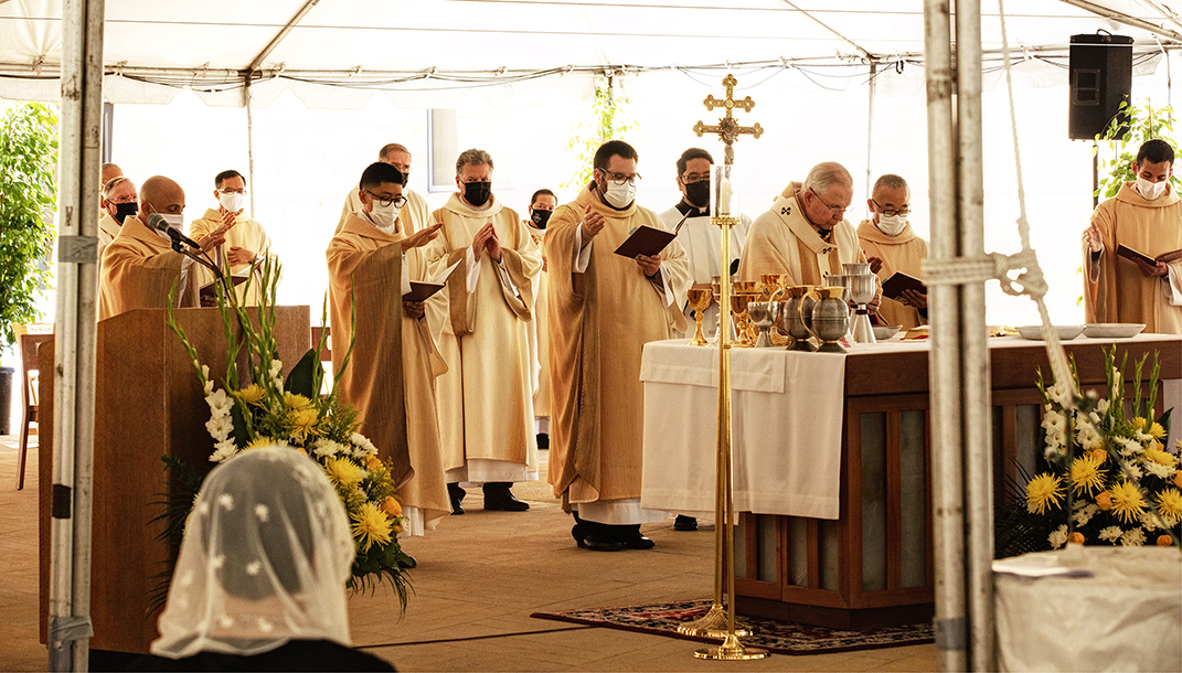 SACERDOTES DE LA GENERACIÓN DE LA PANDEMIA    Por Monseñor José H. Gomez