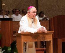 UN ROSARIO PARA ESTADOS UNIDOS   por Monseñor José H. Gomez