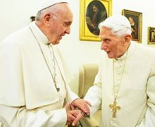 PAPA FRANCISCO Y BENEDICTO XVI RECIBEN PRIMERA DOSIS DE LA VACUNA CONTRA EL COVID-19
