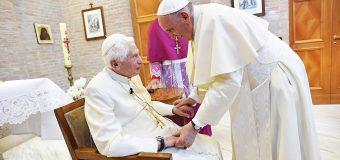 PAPA FRANCISCO Y BENEDICTO XVI RECIBEN LA SEGUNDA DOSIS DE LA VACUNA CONTRA EL COVID-19