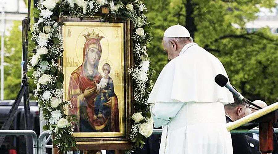 EL PAPA SUGIERE ACUDIR A LA VIRGEN MARÍA, MADRE Y PRIMERA DISCÍPULA DE JESÚS