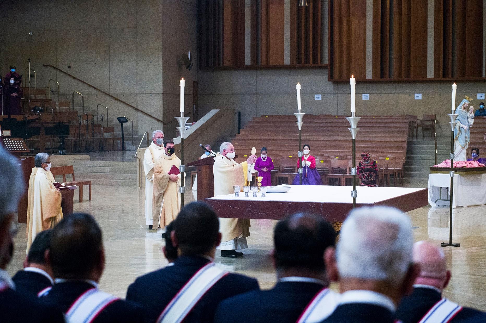 SEAMOS CONSCIENTES DE LA PRESENCIA DE LOS ÁNGELES Por Monseñor José H. Gomez